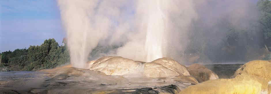Pohutu Geyser Volcanic eruption of hot water